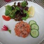 antipasto: tartare di salmone