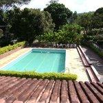 Vista da piscina da pousada Recanto das Araras