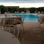 vista piscina da ristorante