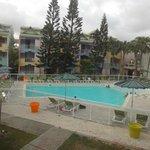 joli piscine et  propre