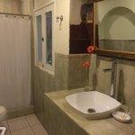 Bathroom fucsia 6