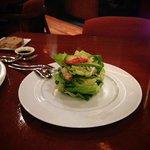 アラスカン・ロブスター・サラダ。あっさりとしたドレッシングで、ロブスターの味が生かされていて美味しいです