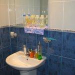 jedna z łazienek (bez prysznica i wanny)