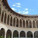 Замок Бельвер внутренний двор