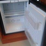 frigo bar vuoto