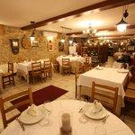 Tenemos un salón muy acogedor para que puedas disfrutar de nuestros platos