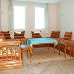 salon d'un appartement avec 3 canapé-lits