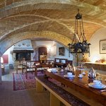 breakfast room under vaults and background classic music