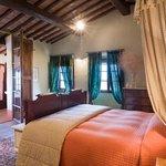 Sweet Cortesiana bedroom and bathroom