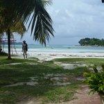 Пляж из соседних кафешек