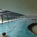 Indoor Pool fast 50 m lang mit Traumsicht