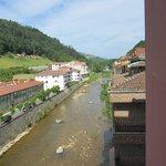 Rio Sella a su paso por debajo del hotel en Cangas de Onís.