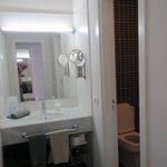 Toilet 1 med håndvask.