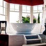 Bay window with bath