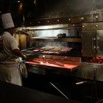 koks aan de slag met het lekkere vlees