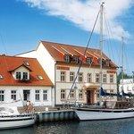 Backbord-Kapitänshaus-Mittschiffs-Backbord-Steuerbord-Pommernyacht