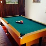 Sweet pool table to shoot some games with the mates !