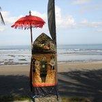 Le temple à l'entrée de la plage
