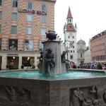 Рыбный фонтан на Мариенплац