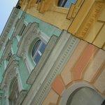 フンデルトヴァッサーハウス周辺のカラフルな建物