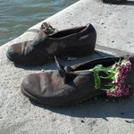 Sapatos às Margens do Danúbio