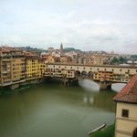 Vista de uma das janelas  da  Galleria degli Uffizi