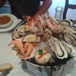 Il plateau de fruits de mer e la soup de poisson