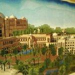 Огромный ковер ручной работы Emirates Palace на стене