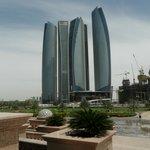 Вид перед Отелем Emirates Palace