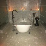 Anniversary bath set up
