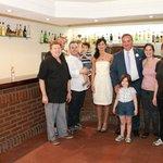 Nuestra Boda - Foto con los propietarios y su personal