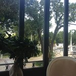 Aussicht aus dem Speisesaal in den Garten