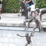 彫刻「ファースト・ジェネレーション」