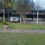 estacionamiento individual con pergola+ 1/2 sombra