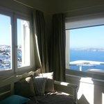 vista al mar y a la ciudad desde la habitacion