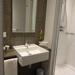 Banheiro moderno e limpo