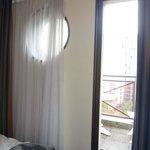Porte fenêtre dans le chambre