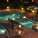 Pohled na bazén večer