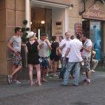 Solita coda davanti alla gelateria, d'altronde è la migliore del centro storico...