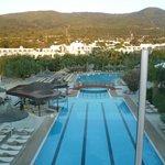 vue du restaurant panoramique sur la piscine