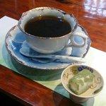 食後のコーヒーと茶菓子
