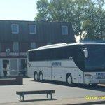 Parkplatz Bus vor dem Haus