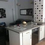 Piano terra con cucina e divano