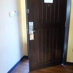 Main door cannot close properly
