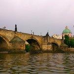 Le Pont Charles vu de la Vltava