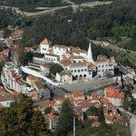 Cidade lá embaixo vista da torre mais alta do Castelo dos Mouros