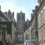 La cathédrale vue de la rue coursalon