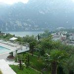 Riva e la piscina dell'albergo