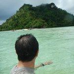隣の島を臨む