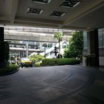 Large spacious lobby porch for taxis and cars dropping guests